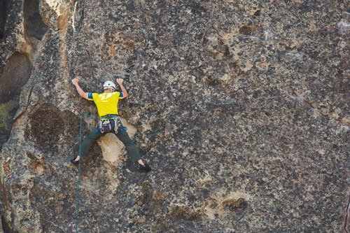 L'escalade est un sport dont la popularité grimpe également